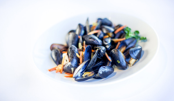 Steamed Mussels With garlic and white wine mussel butter